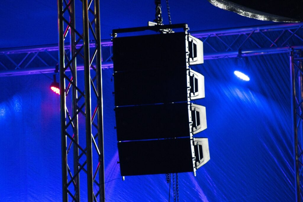 Flying concert loudspeaker array