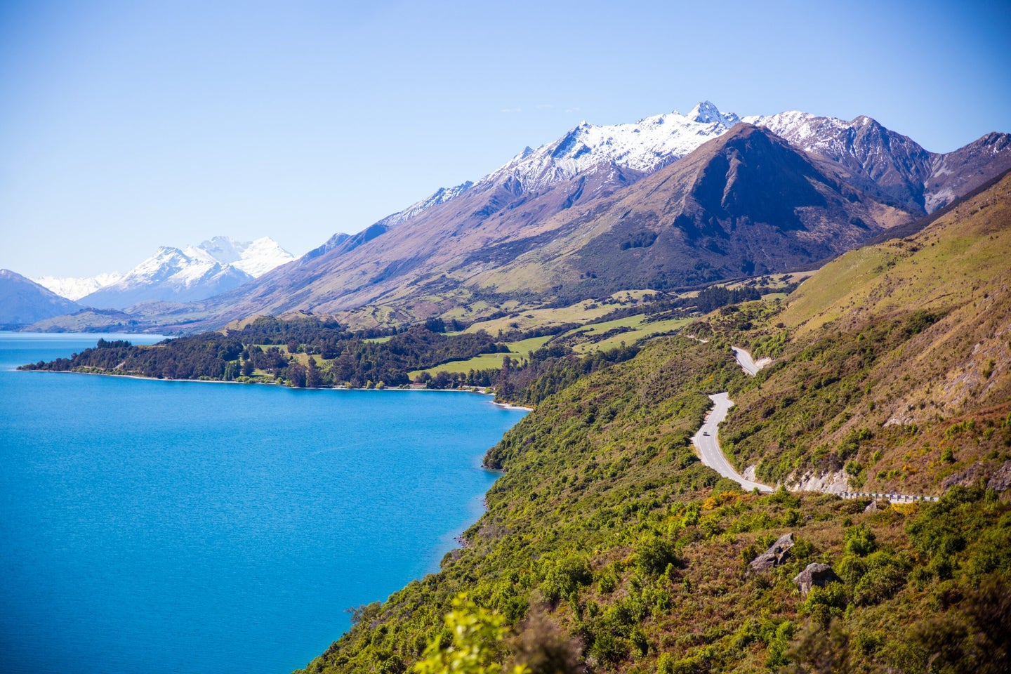 Mountains and body of water in Queenstown, New Zealand