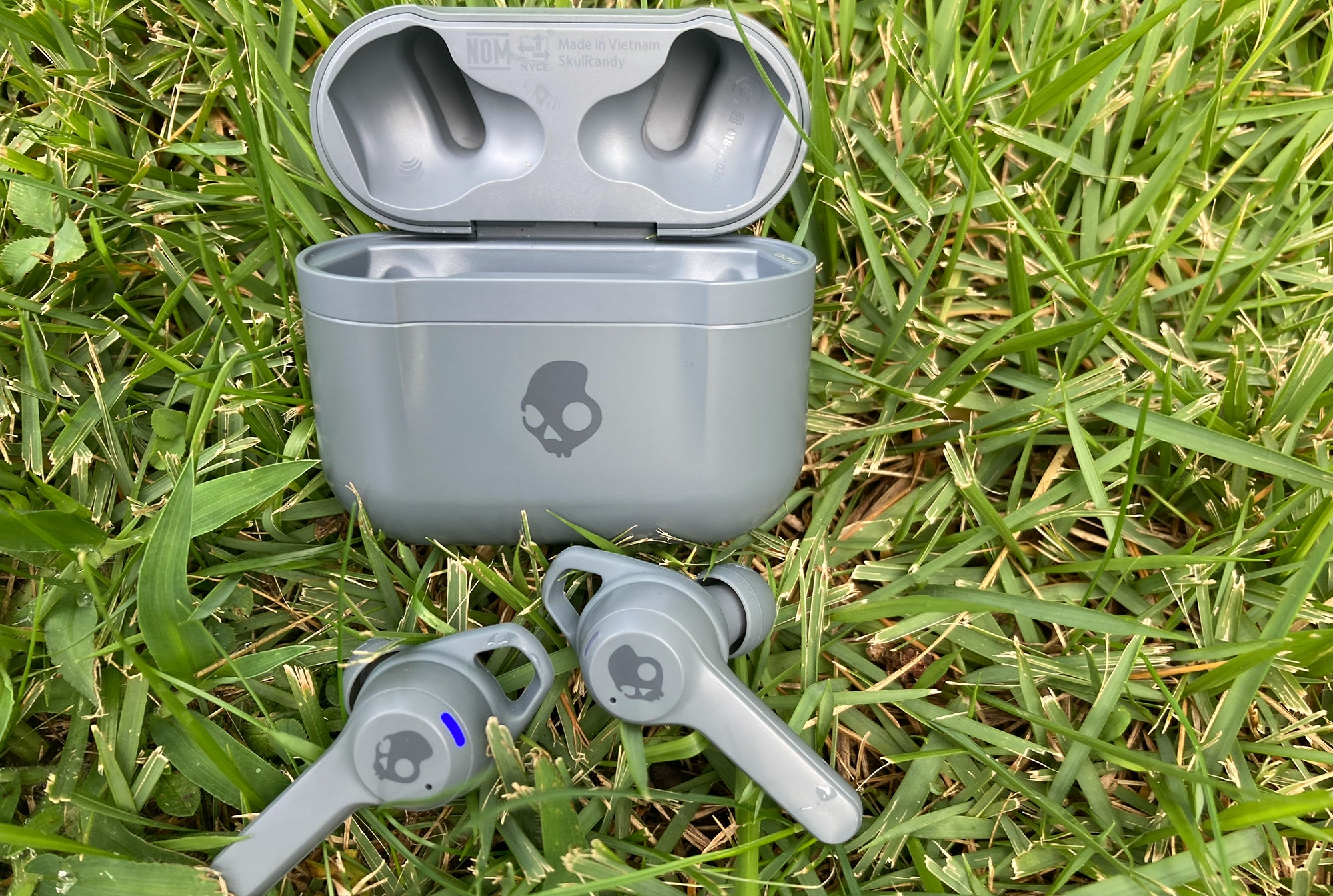 Skullcandy Indy ANC in the grass