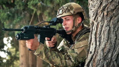 This high-tech gunsight could allow soldiers to shoot around corners, Matrix-style
